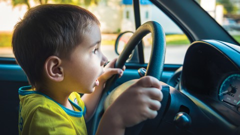 Officer Pulls Over 5-Year-Old Driver (Thurs.)